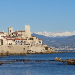 Between Sea and Snow – the South of France